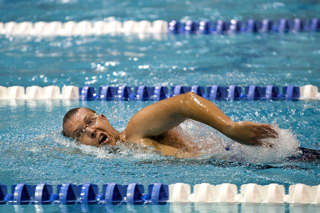 「権力闘争」と「理不尽」の世界の中で、中年サラリーマンが泳ぎきる技術