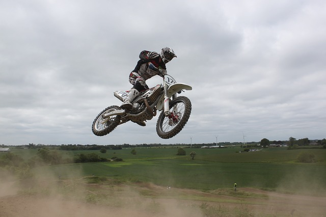 moto-cross-214928_640