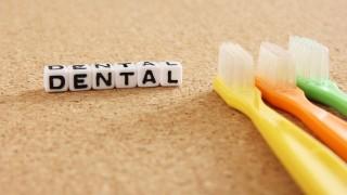 【夢占い】歯がボロボロ抜ける夢を見たときは何を意味する?