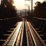 【夢占い】新幹線・電車に乗り遅れる夢は何を意味する?