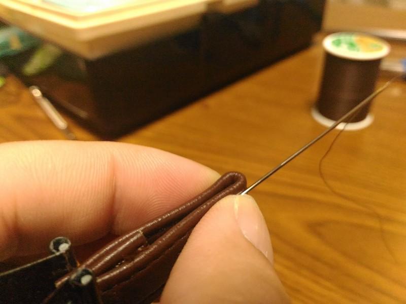 引手 革 縫う