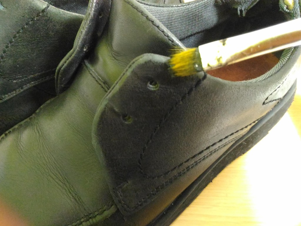 革靴 アドカラー 塗る