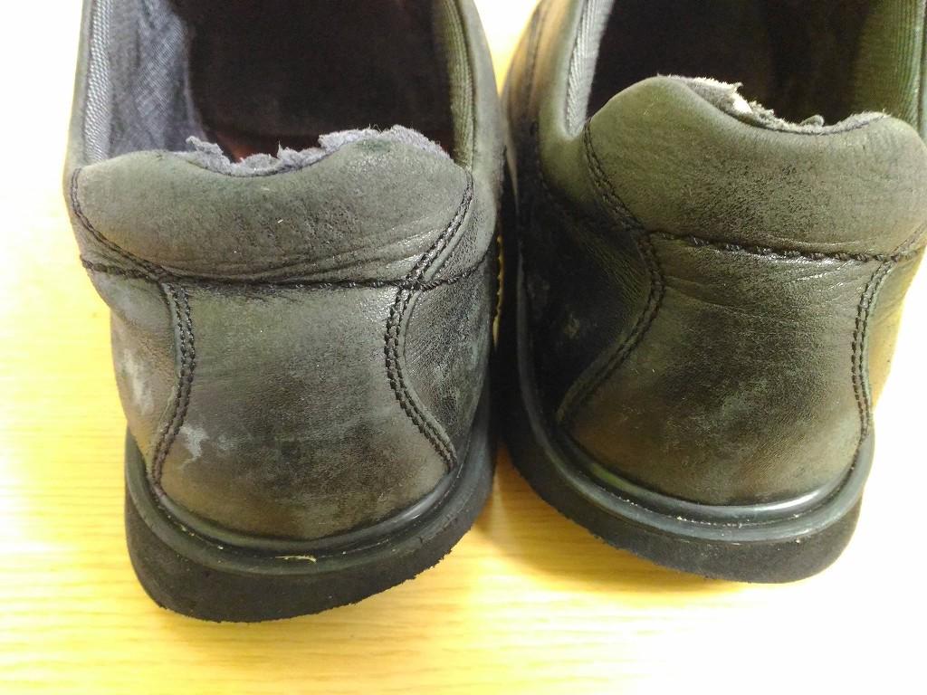 黒い 革靴 色落ち かかと